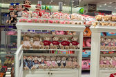 Rows of soft toys in the supermarket Siam Paragon in Bangkok, Thailand. — Stock Photo