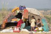Indian women and children in Pushkar Camel Mela.. India — Stock Photo