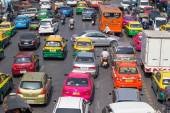 Traffic moves slowly along a busy road in Bangkok, Thailand. — Stock Photo