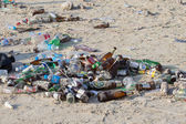 Consequences of coast pollution on the Haad Rin beach after the full moon party on island Koh Phangan. Thailand — Stock Photo