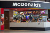 Front view of McDonald's restaurant in Siam Paragon Mall in Bangkok. Thailand — Stock Photo