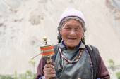 Tibetan Buddhist old woman in the monastery of Lamayuru, Ladakh, India — Stock Photo