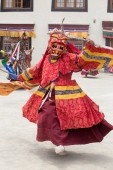 Tibetan Buddhist lamas perform a ritual dance in the monastery of Lamayuru, Ladakh, India — Stock Photo
