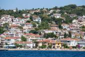 View of Princes Islands of Burgaz Adasi hillside with luxury residential housing on coast, Turkey — Stock Photo