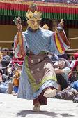 Tibetli Budist lamas mistik maskeli bir ritüel Tsam dans gerçekleştirin. Hemis Manastırı, Ladakh, Hindistan — Stok fotoğraf