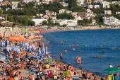 People are relaxing on the beach in Sutomore, Montenegro — Stock Photo