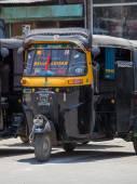 Auto rickshaw taxi on a road in Srinagar, Kashmir, India. — Stock Photo