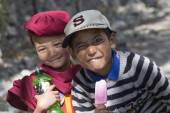 Tibetan Buddhist young children in Hemis monastery, Ladakh, North India — Stock Photo