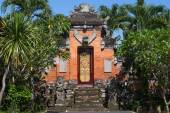 Gate of Temple with ornaments. Indonesia, Bali, Ubud — Stock Photo