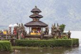 Temple Ulun Danu Bratan on the lake in Bali , Indonesia — Stock Photo