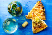 White wine and pizza — Stock Photo