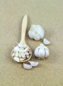 Close up garlic on a wooden table — Stock Photo