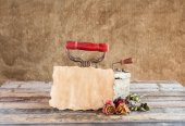 Old paper with dried rose and rusty iron on wooden background — Stockfoto