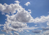 Clouds and blue sky background — Stock Photo