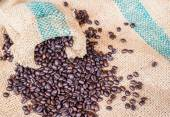 Coffee beans in coffee bag on sack surface — Stock Photo