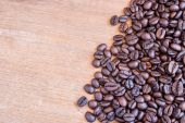 Coffee beans on wooden table background — Stock Photo