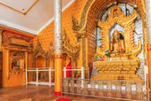 Golden Buddha statu — Stockfoto