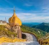 Kyaikhtiyo o Kyaiktiyo pagoda, Golden rock, Myanmar. — Foto de Stock