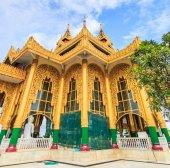 Kyaikhtiyo 或宝塔宝塔,金岩石缅甸. — 图库照片