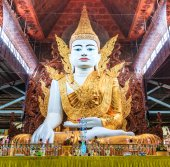 Buddha in Ngahtatkyi Pagoda in Yangon — Stock Photo