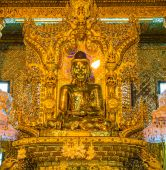 Gold Buddha, Old Buddha in Bo Ta Tuang Paya Temple Yangon, Myanmar (Burma) — Stock Photo