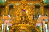 Gold Buddha, Old Buddha in Bo Ta Tuang Paya Temple Yangon, Myanmar (Burma) — Stock Photo