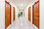 Corridor in hotel with rooms — Stock Photo