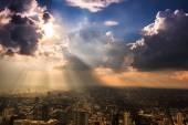 Rays of light shining through dark clouds — 图库照片