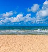 Sea sand beach i solig dag — Stockfoto