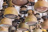 Oświetlone huragan lampy i lampiony — Zdjęcie stockowe