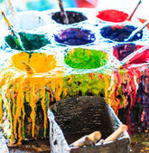 Old paints artists paintbrushes paints and brushes — Foto de Stock