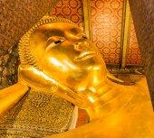 Liegender Buddha gold-statue — Stockfoto