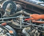 Engine mechanic working — Photo