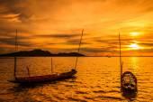 Atardecer en el mar y barcos — Foto de Stock