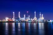 Oil refinery at twilight — Stock Photo