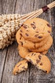 Tasty cookies with wheat on a wooden table. — Foto de Stock