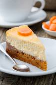 Sweet slice of carrot cake with coffee cup. — Foto Stock