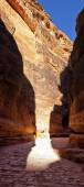 Canyon (Al-Siq) to the ancient city of Petra in Jordan — Stock Photo