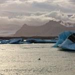coucher de soleil sur la lagune du célèbre glacier à jokulsarlon - Islande — Photo #53651319