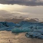手配 - アイスランドで有名な氷河ラグーンの夕暮れ — ストック写真 #53651341