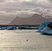 Sunset at the famous glacier lagoon at Jokulsarlon - Iceland — Stock Photo