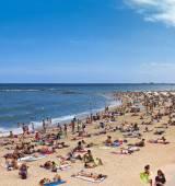 Drukke strand van Barceloneta - Barcelona — Stockfoto