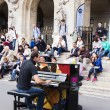 Unknown street pianist entertains the audience — Stock Photo #57852163