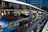 OTTAWA, CANADA - FEBRUARY 16: Love locks on Corktown Footbridge  — Foto de Stock