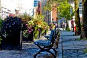 Quiet city street benches - filter applied — Stock Photo