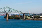 Jacques Cartier Bridge spanning the St. Lawrence seaway in Montr — Foto Stock