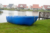 Blue rowboat on the lake on vacation. — Foto de Stock