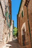 Sloping lane in the village of Fornalutx — Stock Photo