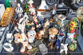 Figurines for sale at flea market — Stock Photo