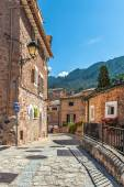Typical lane in the mountain village of Fornalutx — Stock Photo